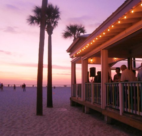 Palm Pavilion Beachside Grill & Bar: Drinks & sunset - wonderful!