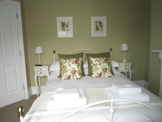 Prince of Wales Pub: Double bed