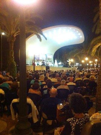 Explanada de España: Open air opera.