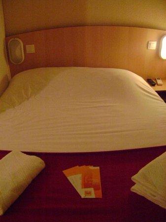 Premiere Classe Niort Est - Chauray: Hotel Premiere Classe Niort, habitación doble, Niort, Francia.