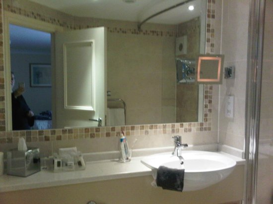 Best Western Premier East Midlands Airport Yew Lodge Hotel: bathroom