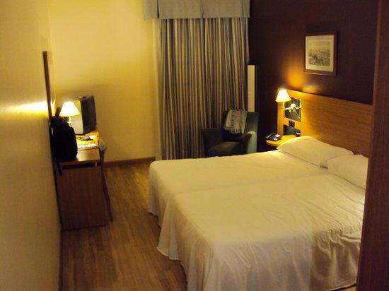 Tryp Jerez Hotel: Dormitorio