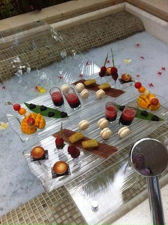 Sofitel So Mauritius: bain exterieure et petits fours