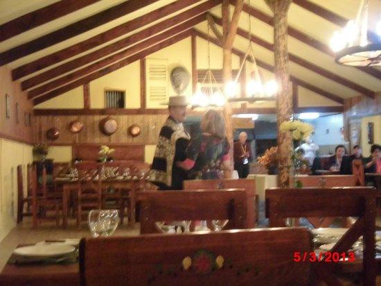Estancia Rio de Los Ciervos: Comedor y demostracion de bailes tipicos chilenos