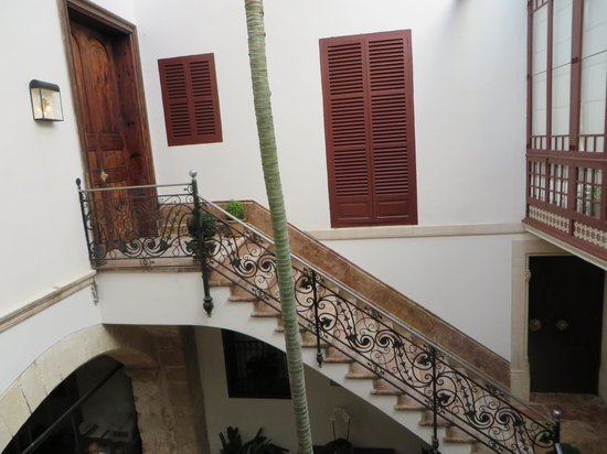 Boutique Hotel Can Cera: Here is the main staircase in the hotel, rooms are above it