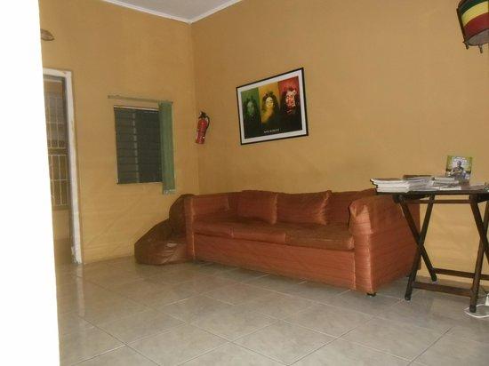 Reggae Hostel : salon toujours propre