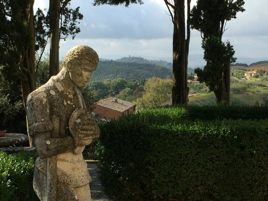 Villa Poggiano: View from grounds to hills of Tuscany