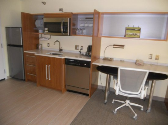 Home2 Suites Biloxi North / D'Iberville: kitchen area
