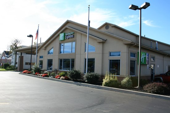 Country Inn & Suites By Carlson, Rochester-Pittsford/Brighton, NY: hotel from the front
