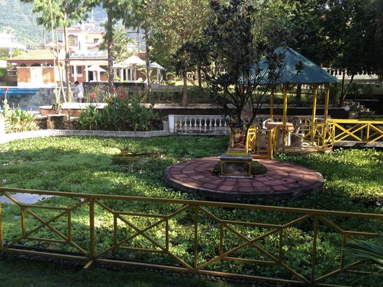 Park Village Hotel & Resort: Near the pool area