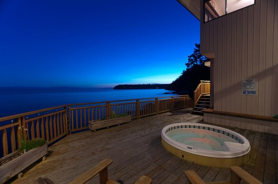 Four Winds Beach House & Spa: Guest Hot Tub