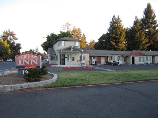 North Bay Inn: Front of the motel