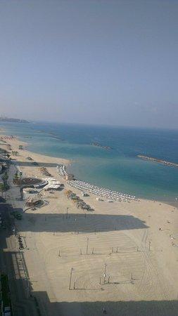 Herods Tel Aviv : Petit déjeuner au lounge avec vue sur la plage.