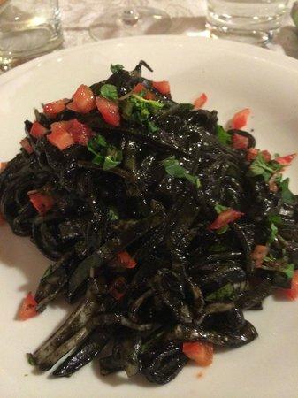 Sacro e Profano : Tagliolini à l'encre de seiche et aux  calamars