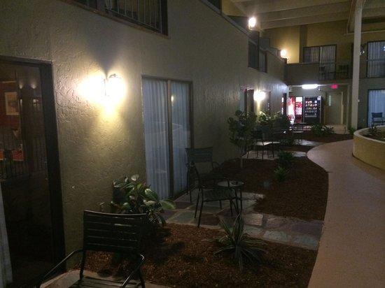 Holiday Inn Mansfield-Foxboro Area : Main indoor area... a bit dark.