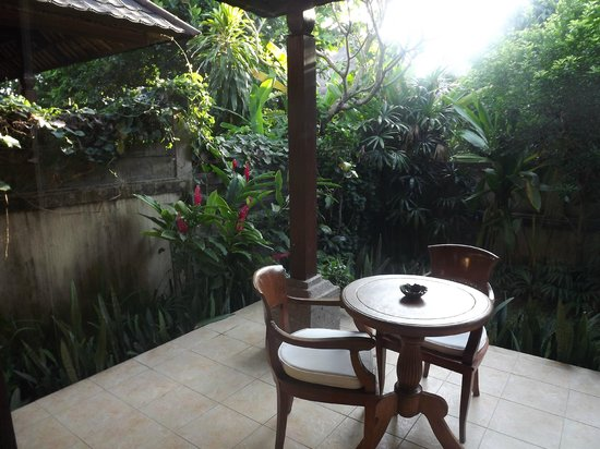Sri Phala Resort & Villa: Front balcony in Garden Villa
