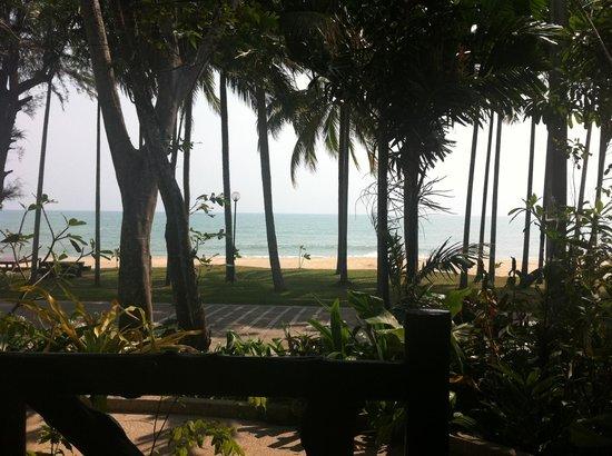 Baan Klang Aow Beach Resort: View from villa