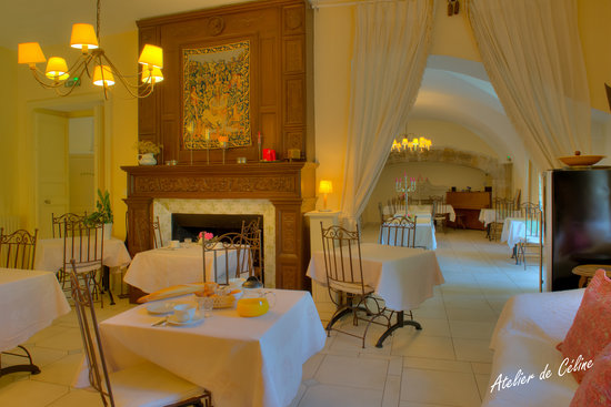 Le Castel du Mont Boise : cheminée de la salle des petits dejeuneurs