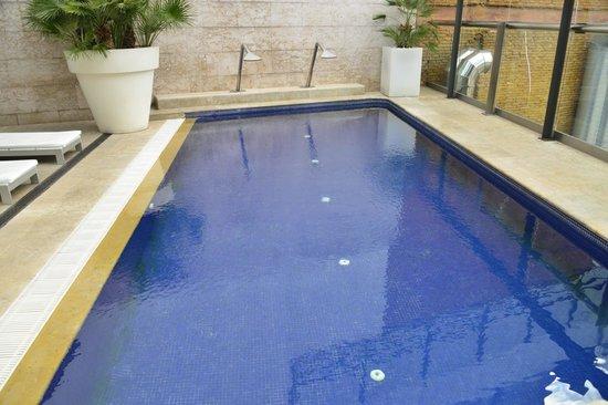 Hotel Urban: area de la piscina  en la terraza