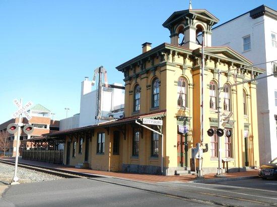 Gettysburg Railroad Station Museum: Across the tracks