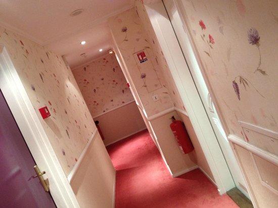 Hôtel Le Trophée : le couloir