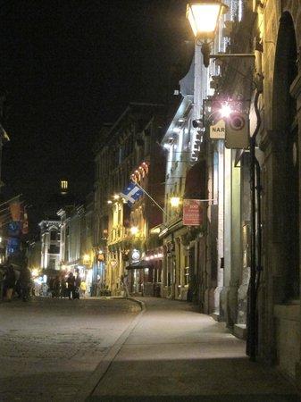 Rue St-Paul : Rue St Paul at night