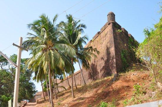 Reis Magos Fort: вид с дорогои