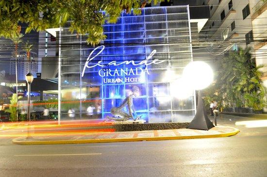 Riande Granada Urban Hotel: fachada del hotel