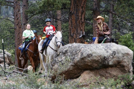 Sundance Trail Guest & Dude Ranch: Kids ride