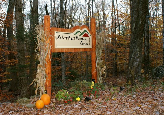 Robert Frost Mountain Cabins: Welcome sign