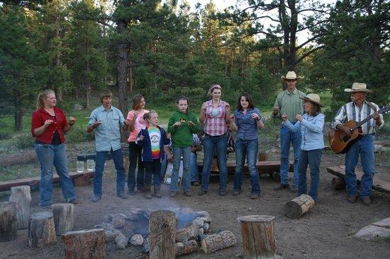 Sundance Trail Guest & Dude Ranch: Campfire sing a long