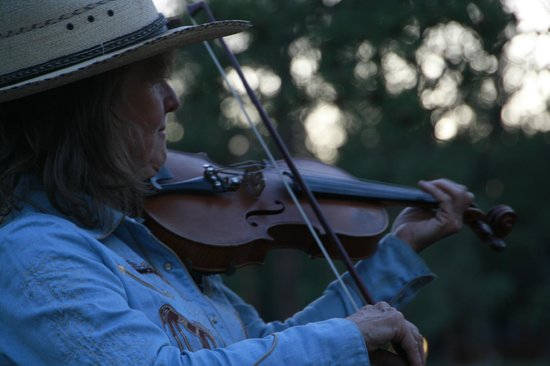 Sundance Trail Guest & Dude Ranch: Campfire fiddler