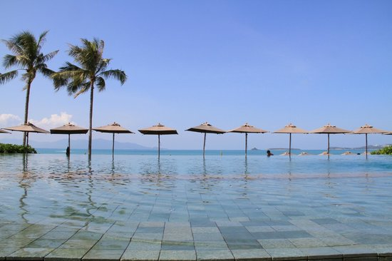 Hansar Samui Resort: The infinity pool
