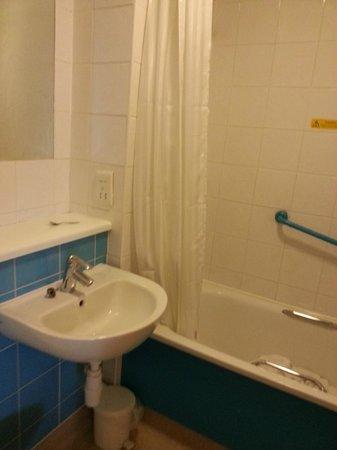 Travelodge Waterford: bathroom