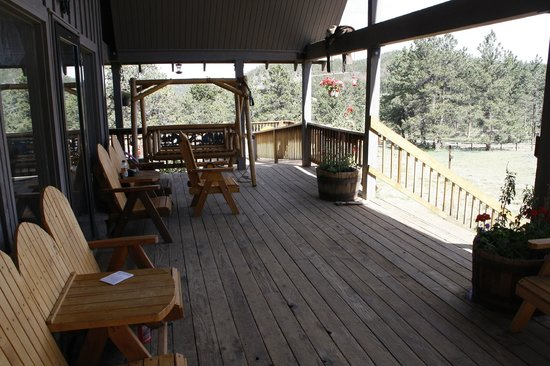 Sundance Trail Guest & Dude Ranch: Front porch of lodge