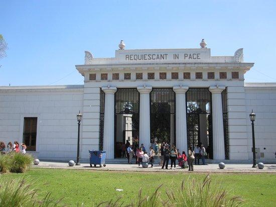 Recoleta: Cemetery entrance
