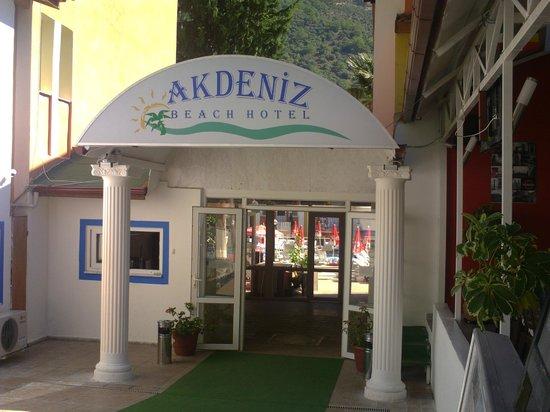 Akdeniz Beach Hotel: hotel front