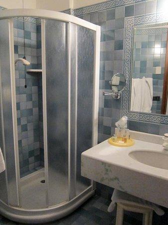 Park Hotel Junior: the bathroom
