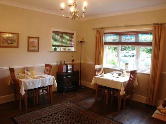 Rosemary Bed & Breakfast: Large airy breakfast room, to cater for just the two bedrooms.