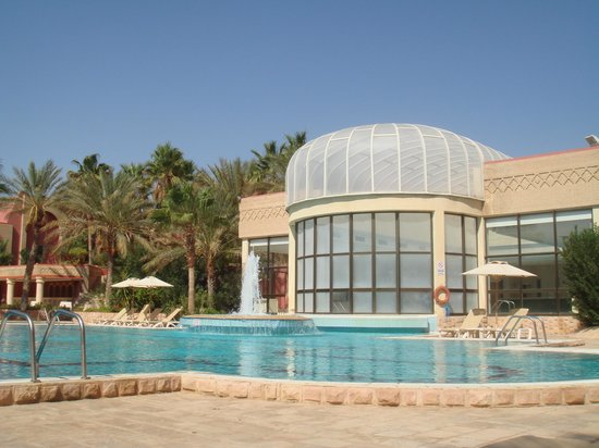 Palm Beach Palace Tozeur : piscine extérieure et piscine intérieure