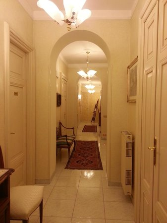 B&B Armonia All'Opera: View of hallway