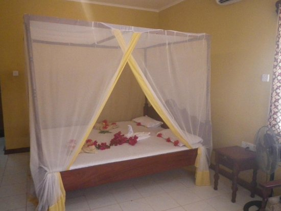 Kitete Beach Bungalows : chambre