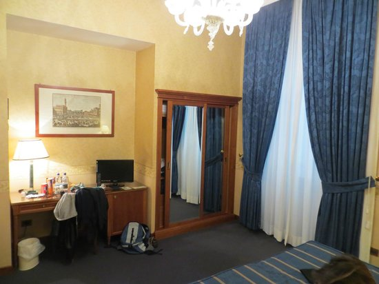 Strozzi Palace Hotel: Clean and well appointed bedroom