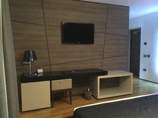 Berg Luxury Hotel : Espace Tv de la chambre