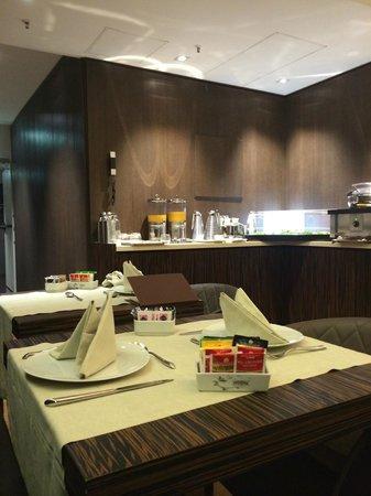 Berg Luxury Hotel: Salle du petit déjeuner