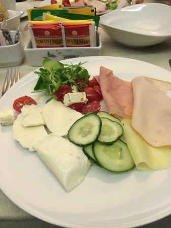 Berg Luxury Hotel: Assiette du petit déjeuner