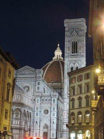B&B La Dimora degli Angeli: view of Duomo at night