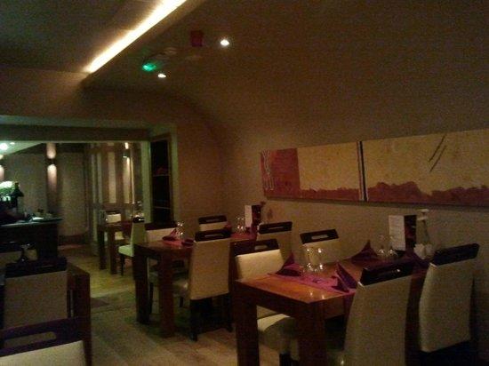 Safa: salle à l'entrée du restaurant