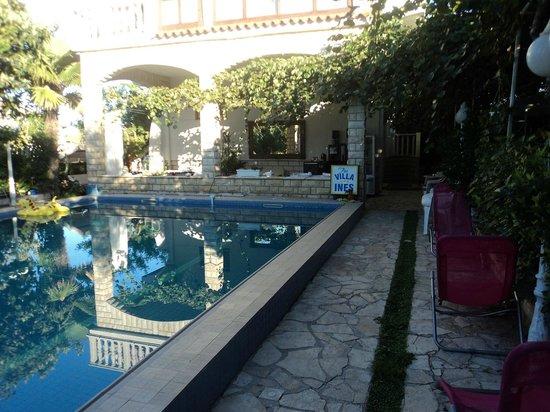 Art Villa Ines : Fachada de la Villas Ines