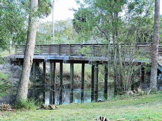 Riverbend Park: Bridges connect some of the trails